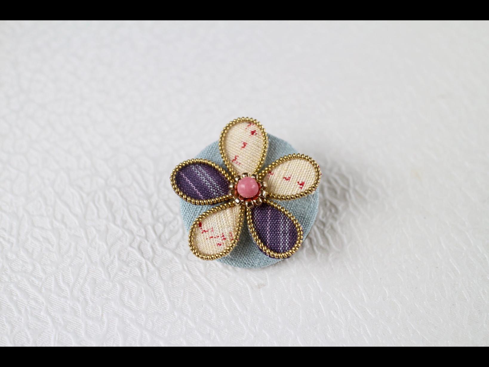 一輪花・結城紬丸いお花のブローチ縞と絣B