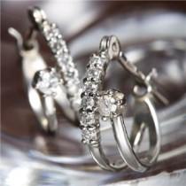 K10WG(ホワイトゴールド) ダイヤ計0.1ctエタニティピアス ダイヤモンドピアス